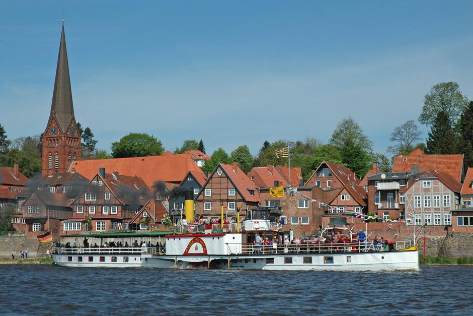 Dem Eisgang trotzen: Eisbrecher waren für die Elbschifffahrt von großer Bedeutung. Mit dem historischen Dampfeisbrecher Elbe sind heute noch Fahrten möglich.
