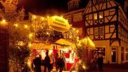 Am Schillerplatz in Wetzlar duftet es nach Zimt, Glühwein und gebrannten Mandeln. Foto: djd/Tourist-Information Wetzlar