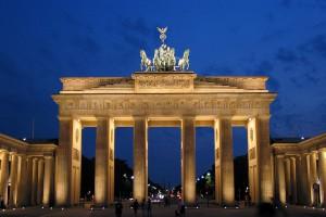 Das Urlaubsangebot in Deutschland lässt keine Wünsche offen - besonders beliebt ist beispielsweise eine Kurzreise in die pulsierende Hauptstadt. Foto: djd/www.kurzurlaub.de