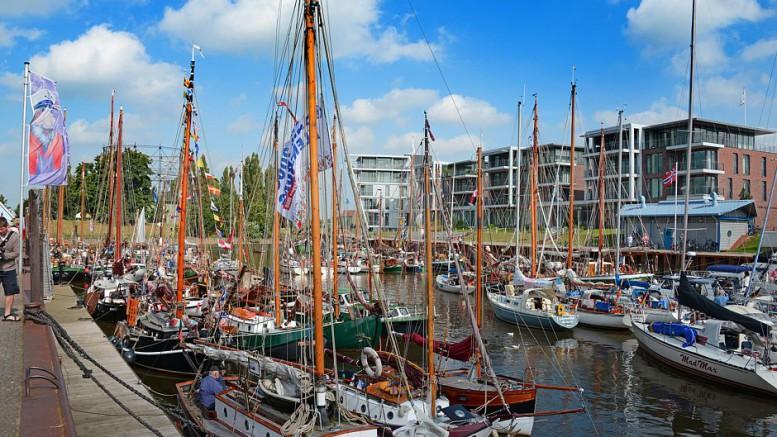 Der Stader Stadthafen ist beliebtes Ziel für Segler und Motorbootfahrer. Auch verschiedene Ausflugsfahrten starten von hier. Foto: djd/Tourismusverband Landkreis Stade/Martin Elsen