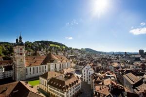 Der Stiftsbezirk in St.Gallen gehört zum Unesco-Weltkulturerbe. Foto: djd/St. Gallen-Bodensee Tourismus