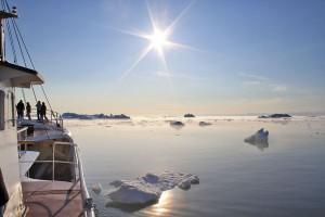 Eisige Weite: Für viele Reisende ist eine Arktis-Kreuzfahrt ein Lebenstraum. Foto: djd/Polar Kreuzfahrten
