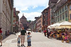 """Obere Hauptstraße in Rottweil: Die """"ParadiesTour Eschachtal-Rottweil"""" lässt sich mit einem Besuch in der ältesten Stadt Baden-Württembergs verbinden. Foto: djd/Landkreis Rottweil"""
