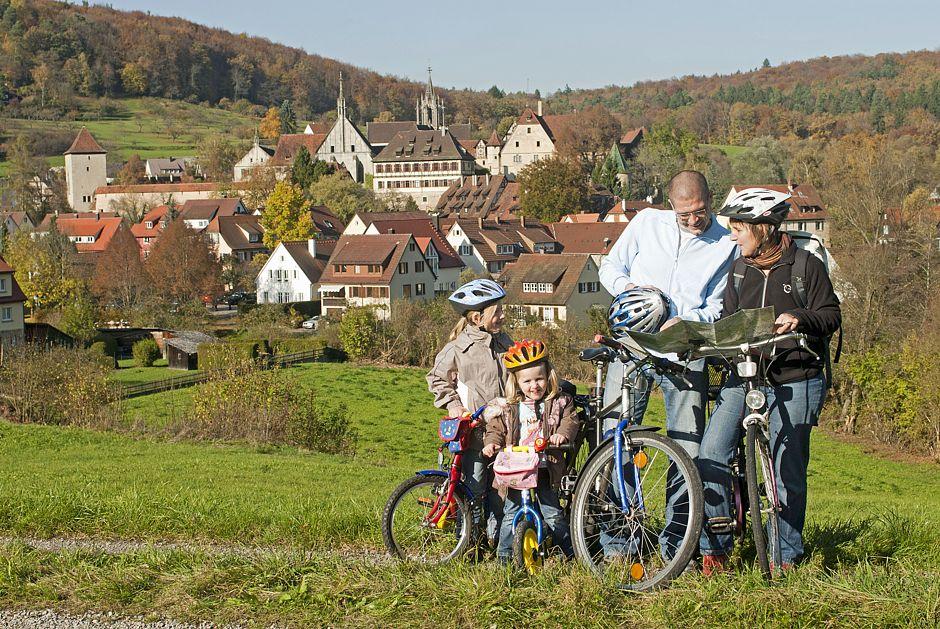 Mit dem Raderlebnis für alle Sinne hat der Landkreis Tübingen ein besonderes Angebot für Familien mit Kindern geschaffen. Foto: djd/Tourismusförderung Landkreis Tübingen/G. Groe