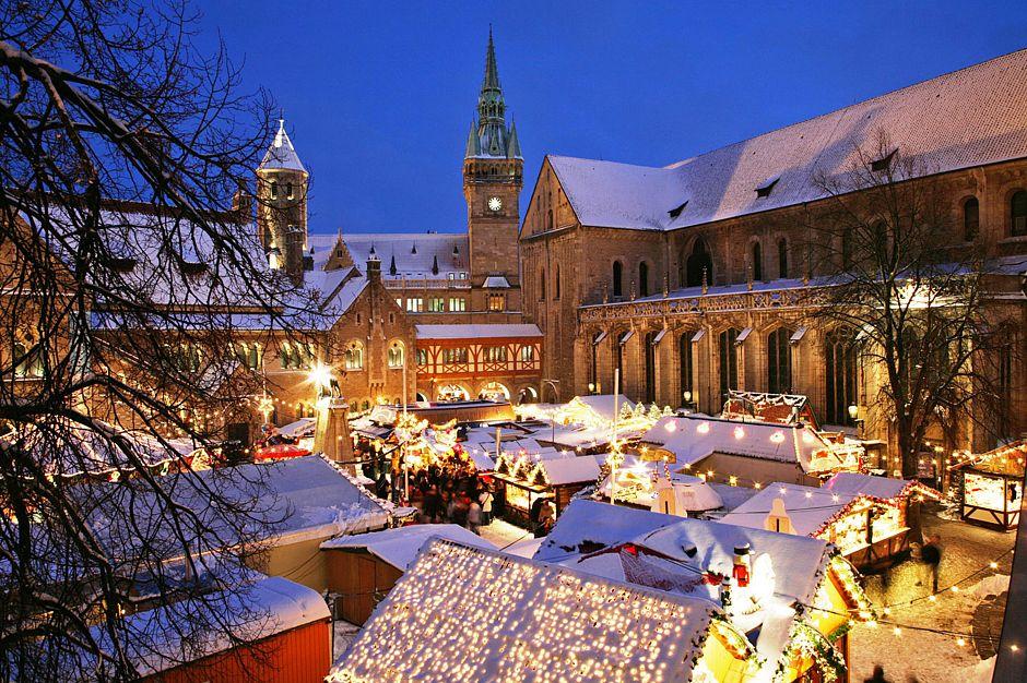 Märchenland: Der Braunschweiger Weihnachtsmarkt zieht Jahr für Jahr hunderttausende Besucher an. Foto: djd/Braunschweig Stadtmarketing, b²werbung&design