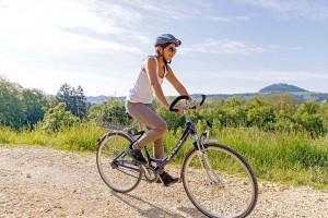 Bewegung in der Natur gehört bei einem Gesundheitsurlaub mit dazu. Foto: djd/Landratsamt Göppingen