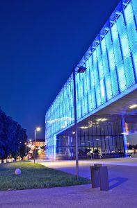 In außergewöhnlichen Neubauten wie dem Lentos Kunstmuseum kann man zeitgenössische und moderne Werke bestaunen. Foto: djd/Tourismusverband Linz/L.Eckerstorfer