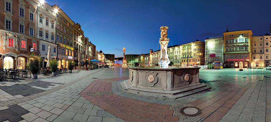 Auch kulinarisch lässt Linz keine Wünsche offen: Rund um den barocken Hauptplatz gibt es viele Angebote für traditionelle, aber auch kreative, moderne kulinarische Genüsse. Foto: djd/Tourismusverband Linz/J. Steininger