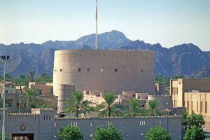 Festungsbauten aus dem Mittelalter sind bis heute gut erhalten und berichten von der jahrhundertelangen Handelstradition im Sultanat Oman. Foto: djd/Sultanate of Oman