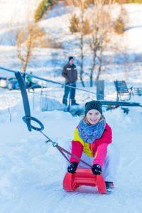 Die Rodelbahnen im Oberharz sind ein Highlight für alle Kinder. Foto: djd/Tourismusbetrieb der Stadt Oberharz am Brocken - Rübeländer Tropfsteinhöhlen/Jan Reichel