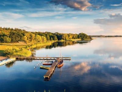 Wunderschöner See in Mecklenburg-Vorpommern mit Kutter